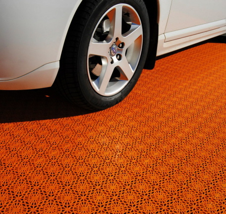 Auto-Messe mit Bergo PREMIUM in orange